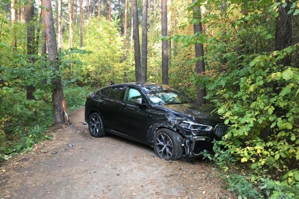 Автомобиль простоял в лесопарке несколько часов