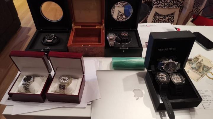 У задержанного за взятку депутата Заксобрания нашли коллекцию часов. Считаем, сколько они стоят