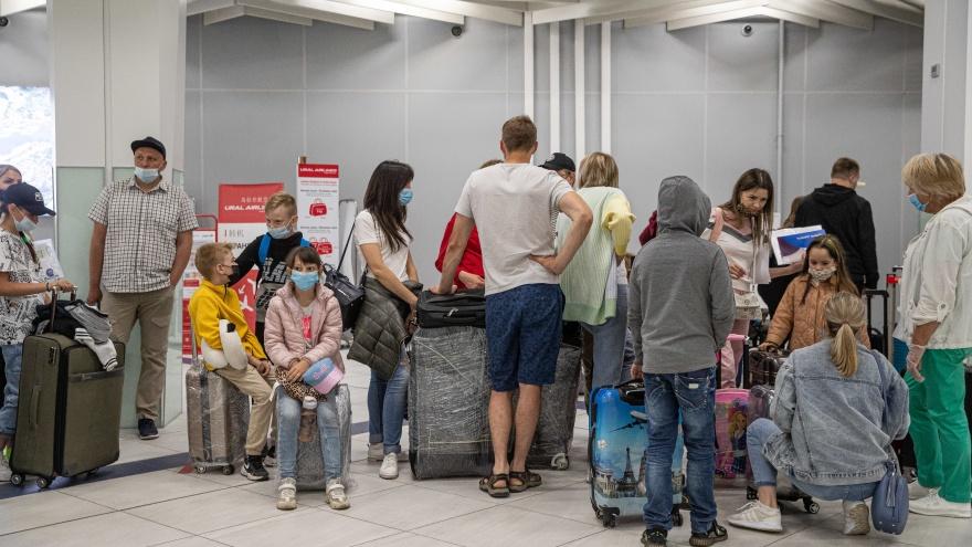 Люди покупают билеты на самолет, приезжают в аэропорт, а им говорят: «Мест нет. Вы не летите». Почему так происходит?