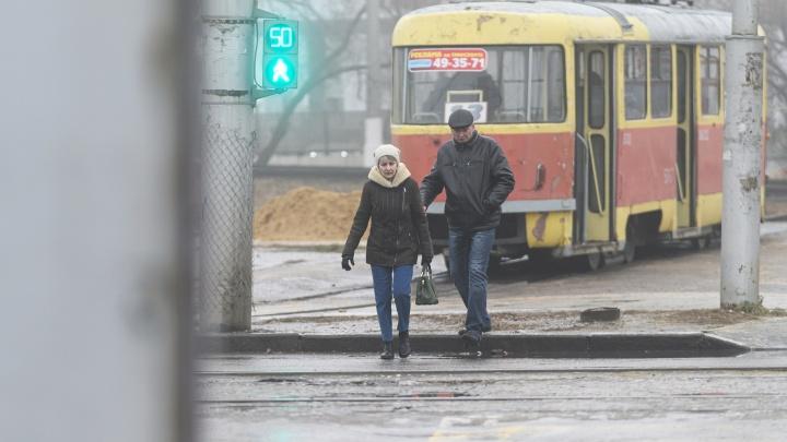 На коньках будет безопаснее: Волгоград оказался во власти мерзкой ледяной глазури