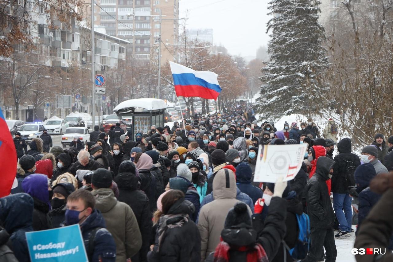Толпа на Молодогвардейской