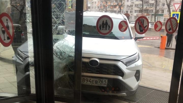 Наркотики оказались в крови водителя, протаранившего ростовский ТЦ «Горизонт»