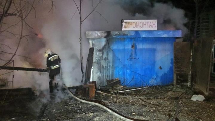 На Вторчермете сгорел жилой дом. Владельцы уверены, что его подожгли