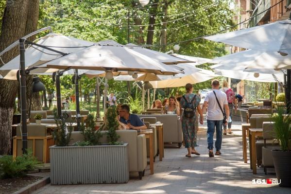 В конце июля посетители кафе и ресторанов должны будут доказать, что они здоровы