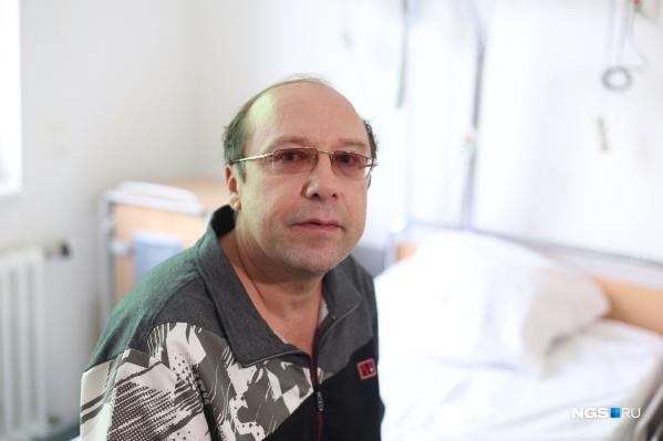 Игорь Радомакин до сих пор иногда по привычке пытается закрыть лицо руками во время разговора