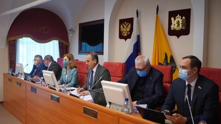 «Где сядет губернатор?»: в президиуме думы из-за нового зама не осталось места для Дмитрия Миронова