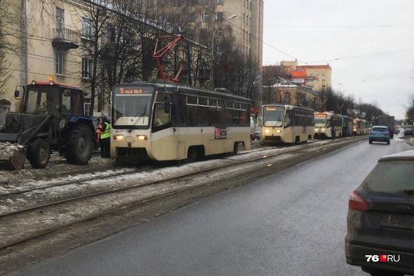 На Пятёрке образовалась очередь из трамваев