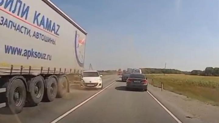 Смертельное ДТП с грузовиком на Тюменском тракте попало на видео