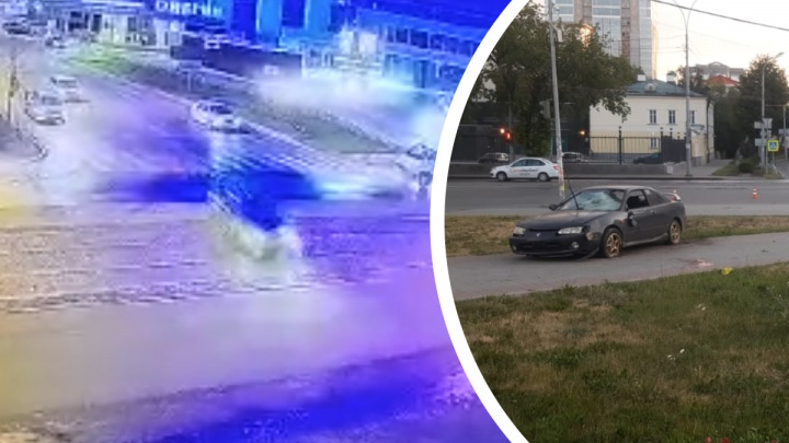Летела по Розы Люксембург: видео ДТП в центре Екатеринбурга, где иномарка сбила пешеходов на тротуаре