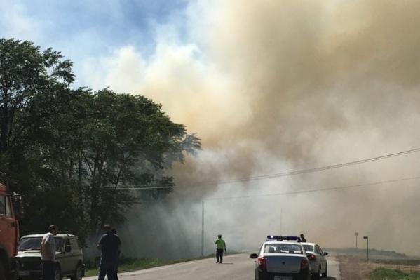 Сильный дым напугал местных жителей