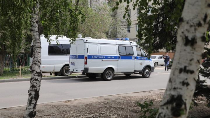 В Волгограде экстренно эвакуировали училище олимпийского резерва. У здания дежурит полиция