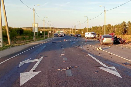 Под Волгоградом два человека погибли в массовом ДТП с фурой