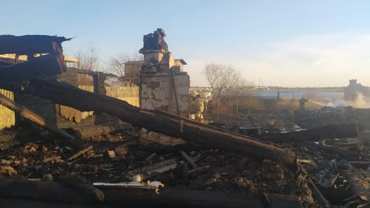 В Кургане сгорели несколько жилых домов