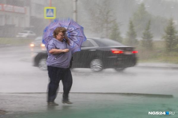 Погода испортилась раньше времени. В Красноярске уже поднялся ветер