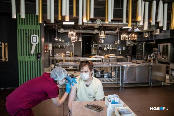 Вакцинацию работников общепита проводили в гастроинкубаторе
