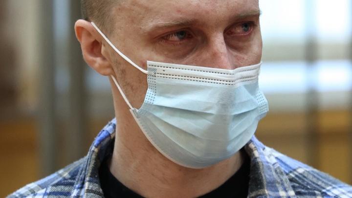 «Дочки всё помнят до сих пор»: в Челябинске начался суд над уфимцем, зарезавшим жену на глазах детей