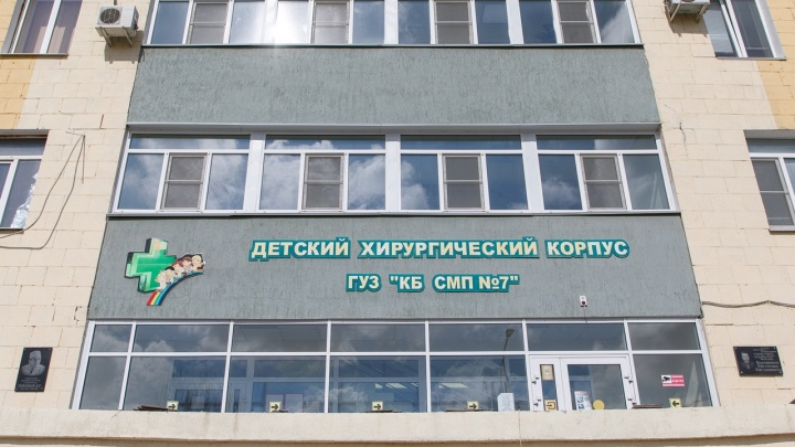 В Волгограде мальчика госпитализировали с многочисленными рваными ранами и порезами после игры с братом