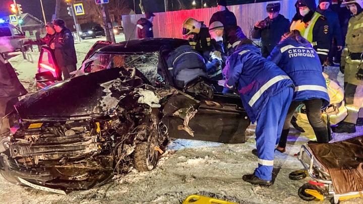 В Кургане 20-летний водитель «Лады-Приоры» врезался в КАМАЗ