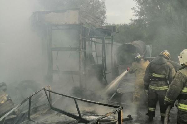 Пожарные справились с огнем за полчаса