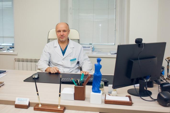 Калиниченко Анатолий Александрович ведет прием пациентов в корпусе «Евромеда» на Зеленом острове