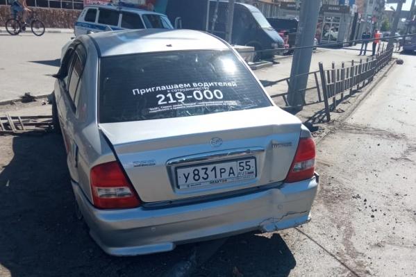 Если кто-то знает, где находится владелец этого автомобиля, позвоните в полицию