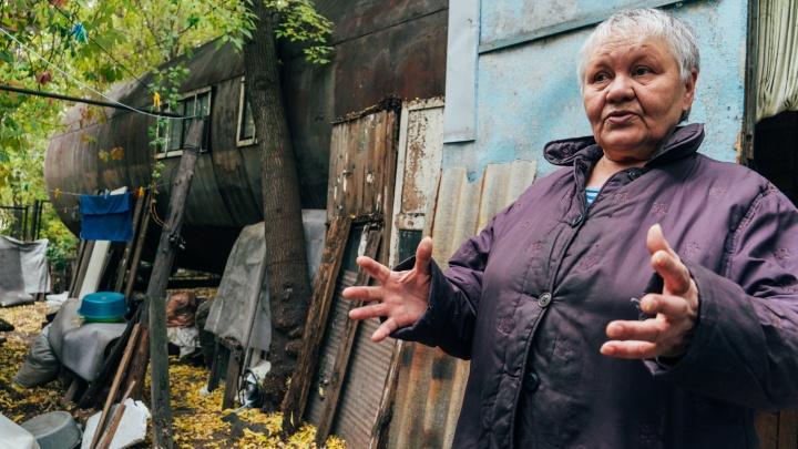 «Предлагают разбитое и обшарпанное»: женщина из дома-бочки отказывается от переезда в муниципальное жилье