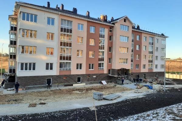 Уже в мае этого года обещают сдать два дома из жилищного комплекса. Остальные планируют сдать к лету