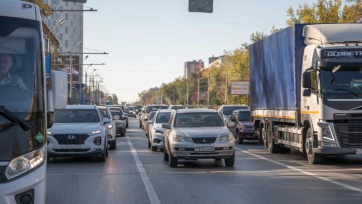 Из-за ДТП возле ростовского зоопарка образовалась пятикилометровая пробка