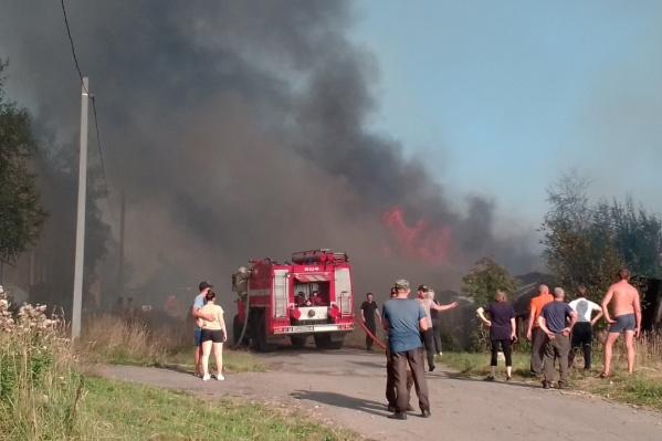 Дым от пожара видно очень далеко