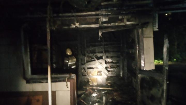 В Ярославле ночью загорелся круглосуточный магазин. Видео