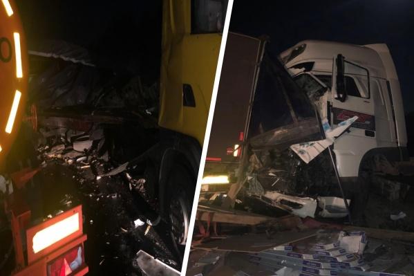 От удара из багажника Scania вывалился груз