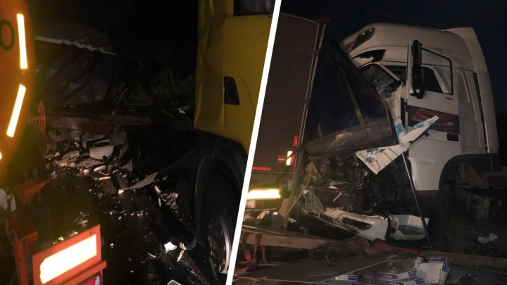 Кабину вдавило внутрь: в Самарской области грузовик влетел в фуру