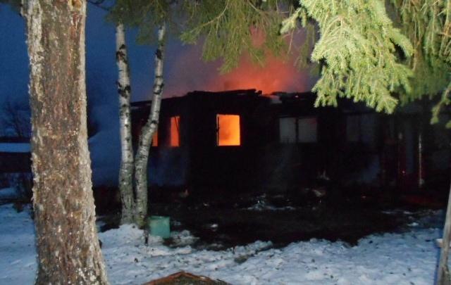 Два человека погибло в пожаре в Нёноксе