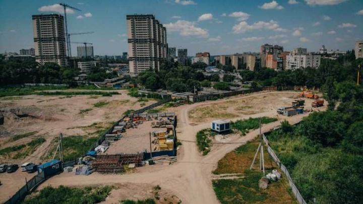 В Ростове начали строить первые 26-этажные дома огромного жилого комплекса за ТЦ «Рио»