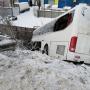 В Челябинске рейсовый автобус с пассажирами после столкновения с трактором вылетел с моста в овраг