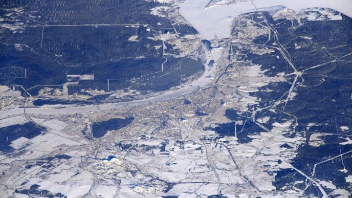 Российский космонавт показал, как выглядит Пермь из космоса
