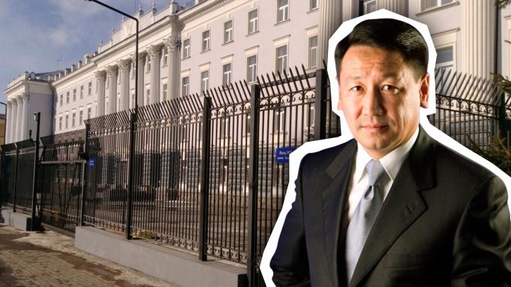 Бывшего казахстанского консула из Тюмени обвинили в мошенничестве на 4,5 млн
