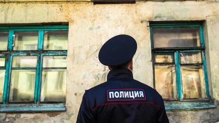 В Кузбассе два брата зарубили в подъезде собаку. На них возбудили уголовное дело