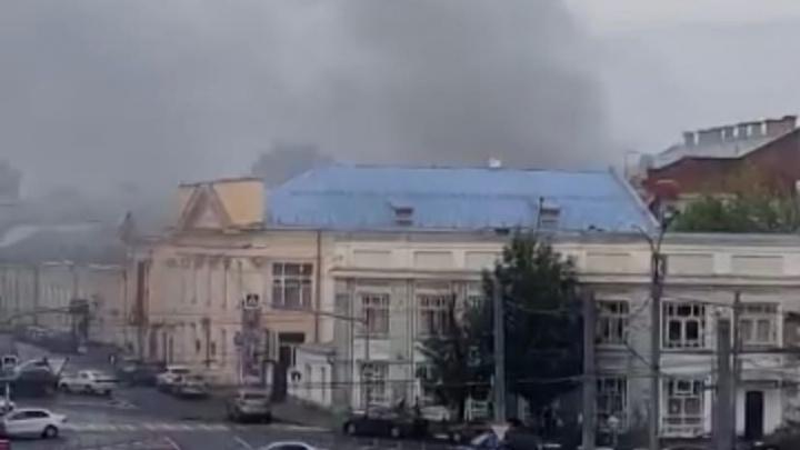 «Весь центр заволокло дымом»: в Ярославле на улице Кирова загорелось кафе. Видео