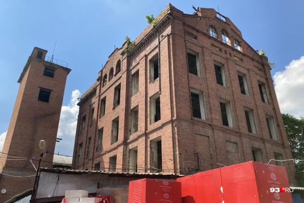 Многие краснодарцы уже и не знают, что находилось в этом здании раньше