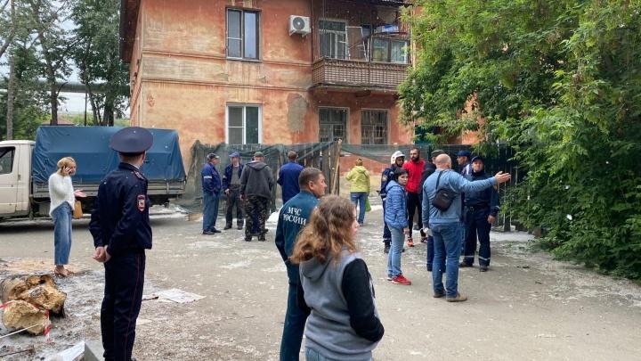 Жителям челябинского дома, где рухнула стена, разрешили забрать свои вещи