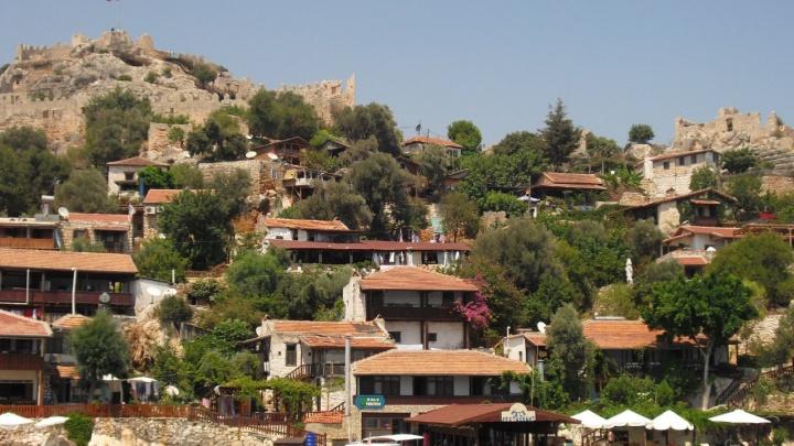 «Загоняют на грязные моря»: купившие путевки в Турцию челябинцы не знают, куда теперь лететь