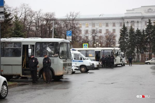Силовики дежурят у площади Славы