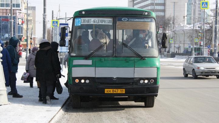 Придется терпеть давки в автобусах: перевозчикам Екатеринбурга по-прежнему не хватает водителей
