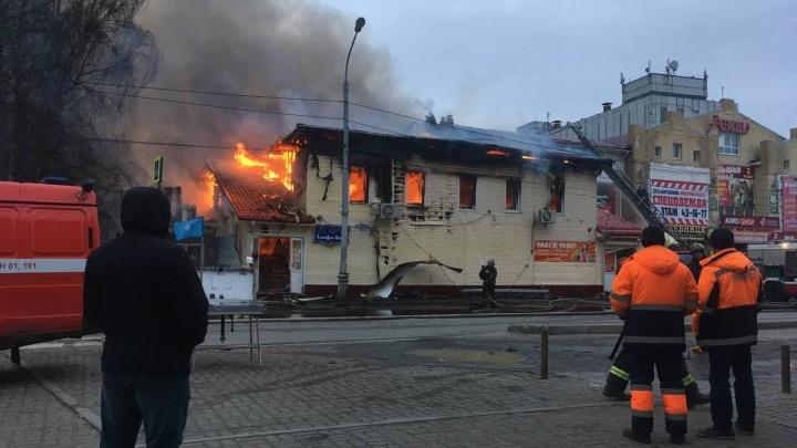 В Архангельске сгорело кафе «Девичья башня»: как спасали посетителей