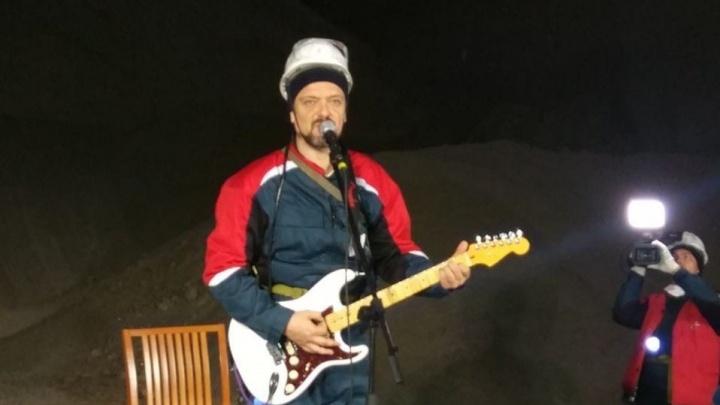 Шоумен и экс-ведущий программы «Галилео» Александр Пушной сыграл на гитаре в шахте в Березниках