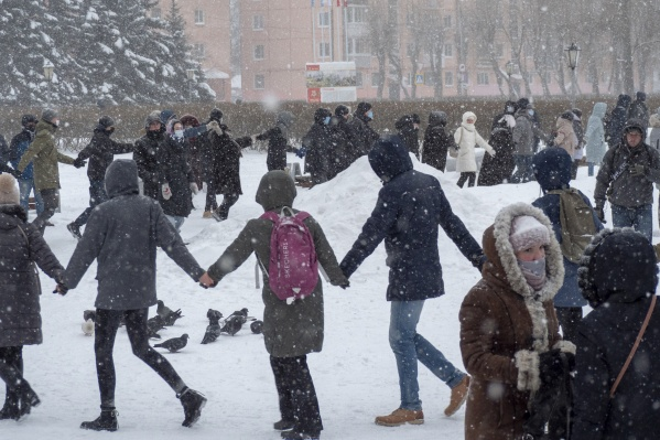 По оценкам очевидца, на несогласованной акции в Северодвинске присутствовали не менее сотни человек