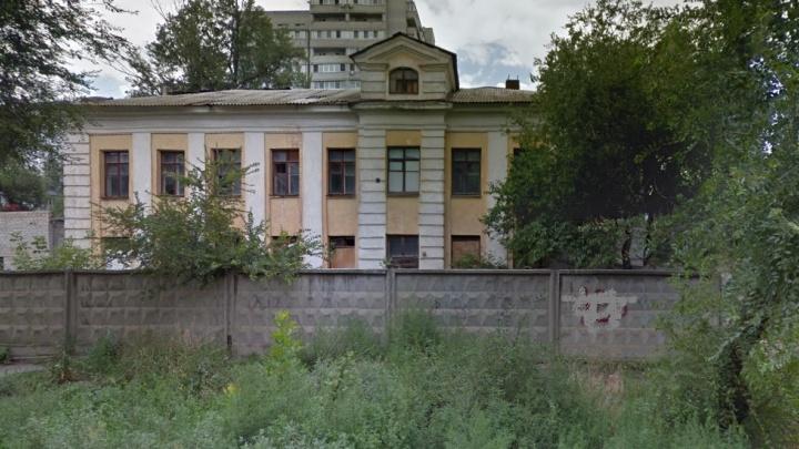 В Волгограде с торгов продают здание заброшенной школы