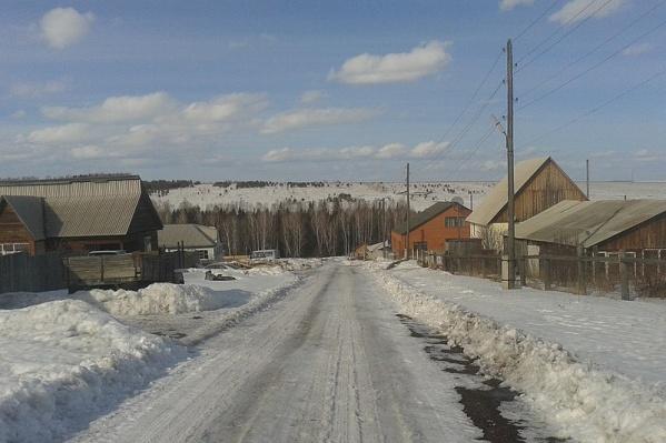 Улица села Шалинское в Манском районе