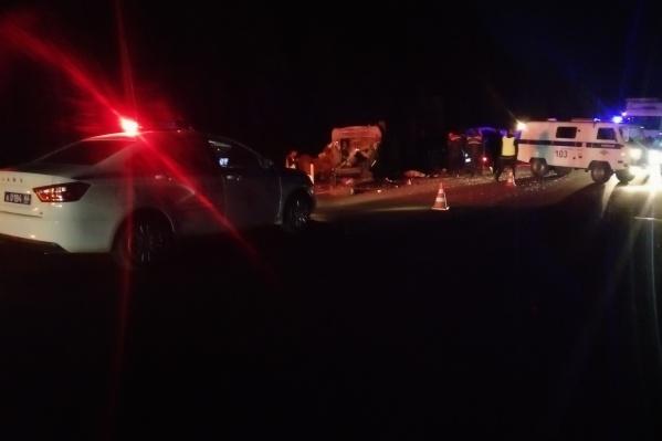 В ДТП пострадал водитель ВАЗ и семья из пяти человек, которая возвращалась домой в Сухой Лог